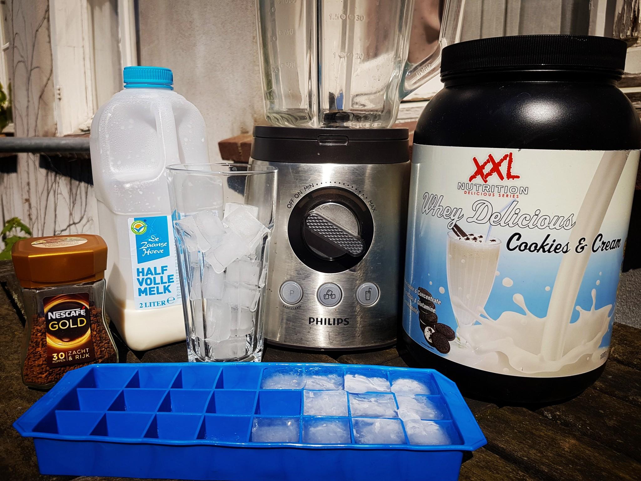 Protein ijskoffie de ingrediënten en benodigdheden