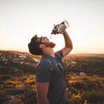 Drinken tijdens het wandelen van de Vierdaagse